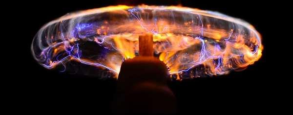 A high voltage Tesla coil