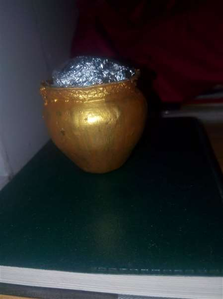 Gold pot decorative piece