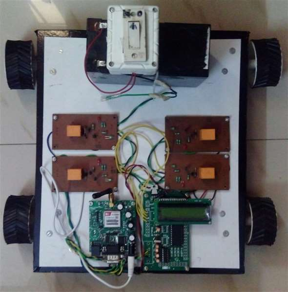 CELL PHONE ORIENTED ROBOTIC VEHICLE